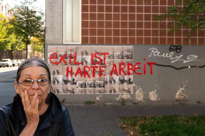Nil Yalter Exile Is a Hard Job / Walls, 2018 Acryl auf Offset-Druck im öffentlichen Raum Vietorstraße, Köln, Kalk © Nil Yalter Foto: Henning Krause