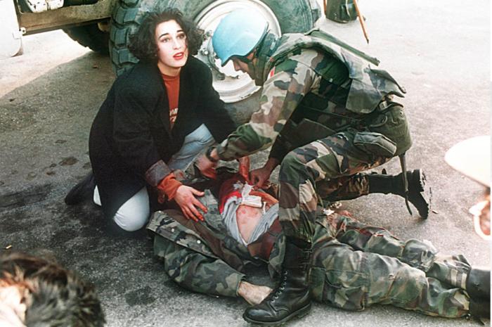 Sterbender bosnischer Soldat, Sarajevo, Bosnien, 21. November 1994 © Anja Niedringhaus/EPA.